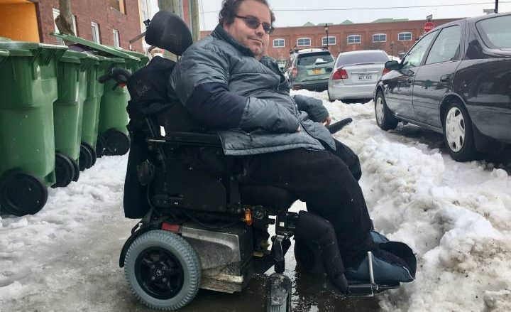 Montrealers with reduced mobility calling for better snow, ice removal on city sidewalks - Montreal
